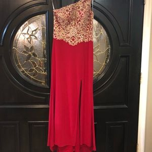 Camille La Vie Dresses - Gorgeous red prom/evening dress. Sparkly and sexy!